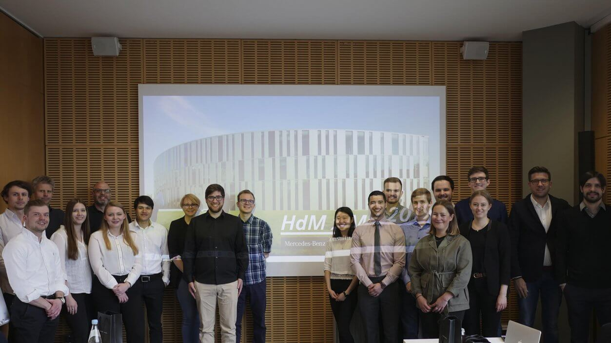 With the third project in our collaboration with Hochschule der Medien (HdM) Stuttgart, we go deeper into the topic of smart technology in retail.